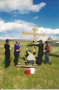 Установка креста на месте строительства будущего храма