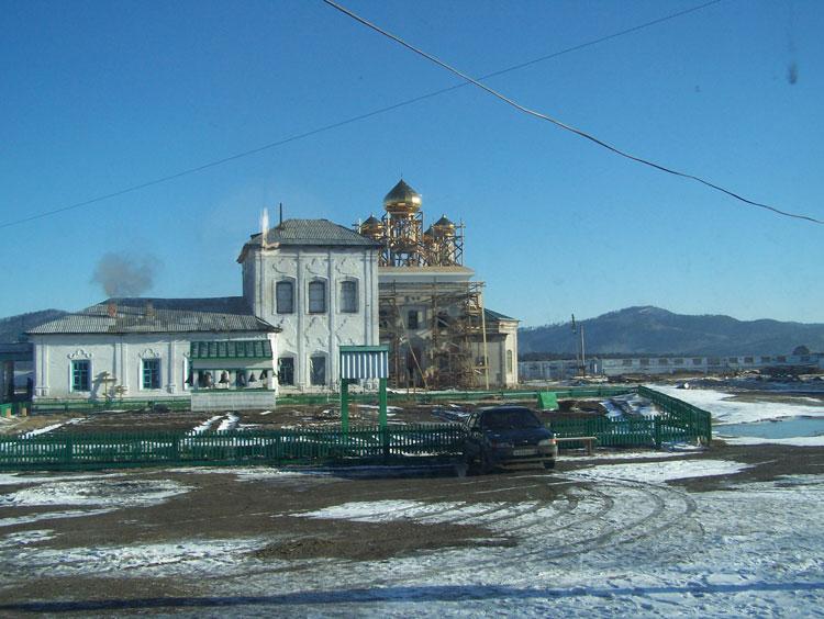 Ангел на крыше Свято-Троицкого храма Троицкого Селенгинского монастыря. 2011
